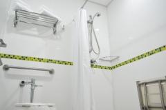 Baño de suite familiar